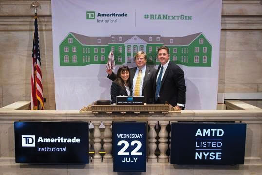 ynthia Axelrod, Program Director of Fox's Financial Planning major, and Don Kirkwood, Fox's Assistant Dean of Development, celebrate the grant announcement with TD Ameritrade Institutional President Tom Nally (right) at the closing bell of the New York Stock Exchange.